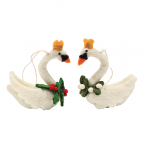 Amica_Accessories_swans-with-mistletoe-holly-wreath